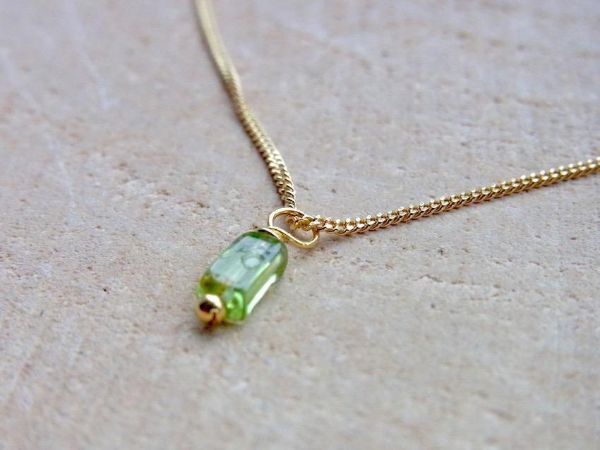 vergoldete Kette mit hellgrünen Peridot Edelstein