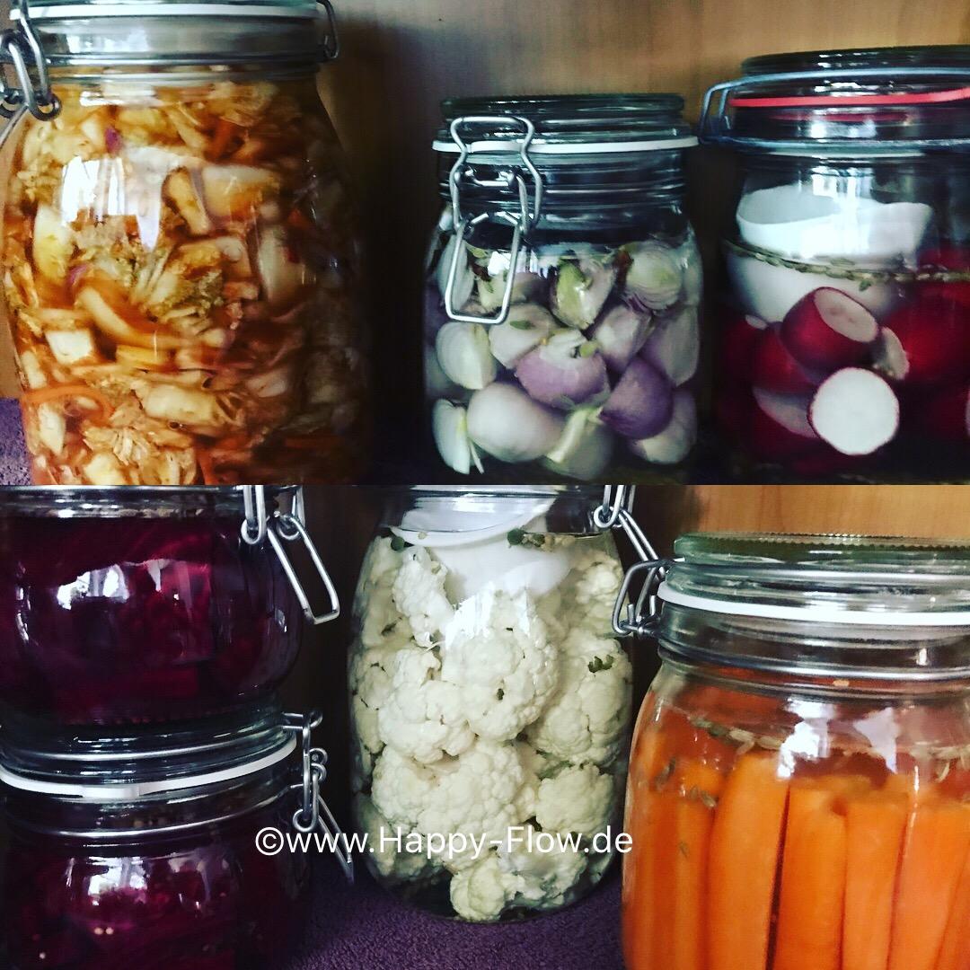 Rote Beete, Kimchi, kleine Zwiebeln, Radieschen, Möhren, Blumenkohl