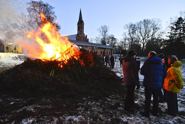 Weihnachtsbaumverbrennen Altfriedland Oderland (c)Oderbruch-blog.de
