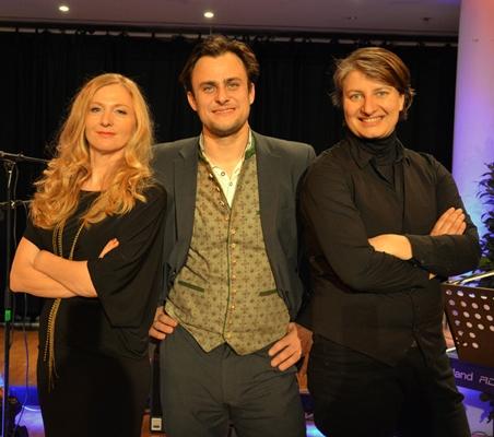 Neujahrskonzert, Soroptimist Club, Sängerin Lisa Wahlandt, Schlagzeuger Gerald Braumandl, Musikerin Christiane Öttl