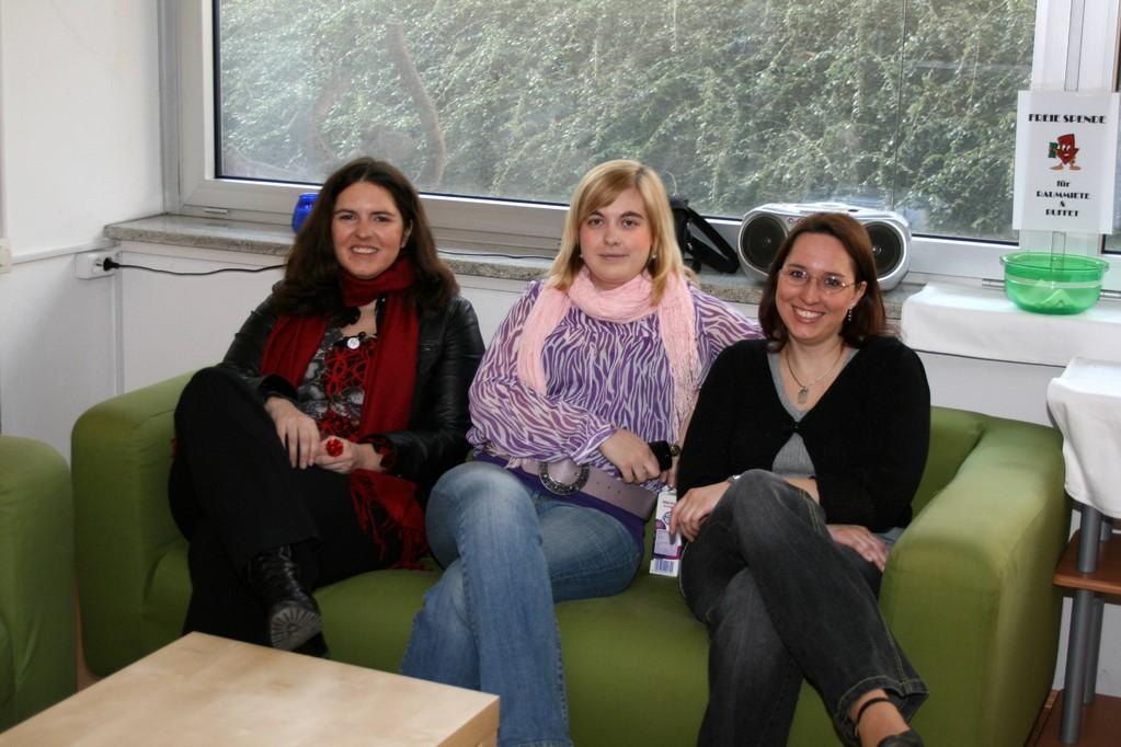 Daniela, Beatrix und Nicole entspannen vor der zweiten Lesung