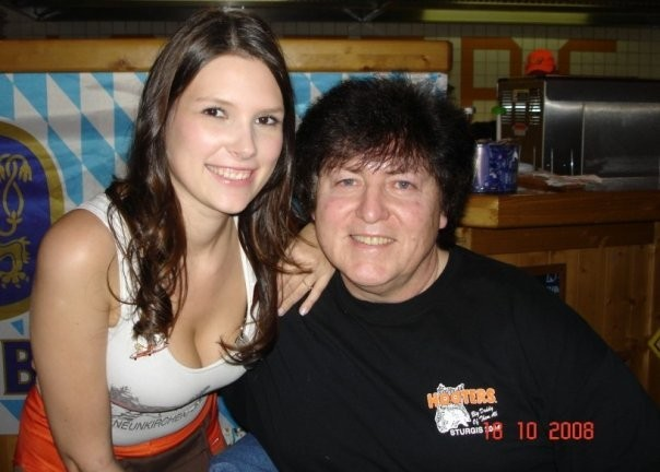 "At ""HOOTERS"" in Neunkirchen/Saarland"