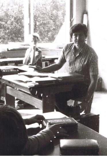 Hauptschule Grünstadt 1980er - Im Pavillion (wurde später abgerissen). - Young teacher Carl  :-)
