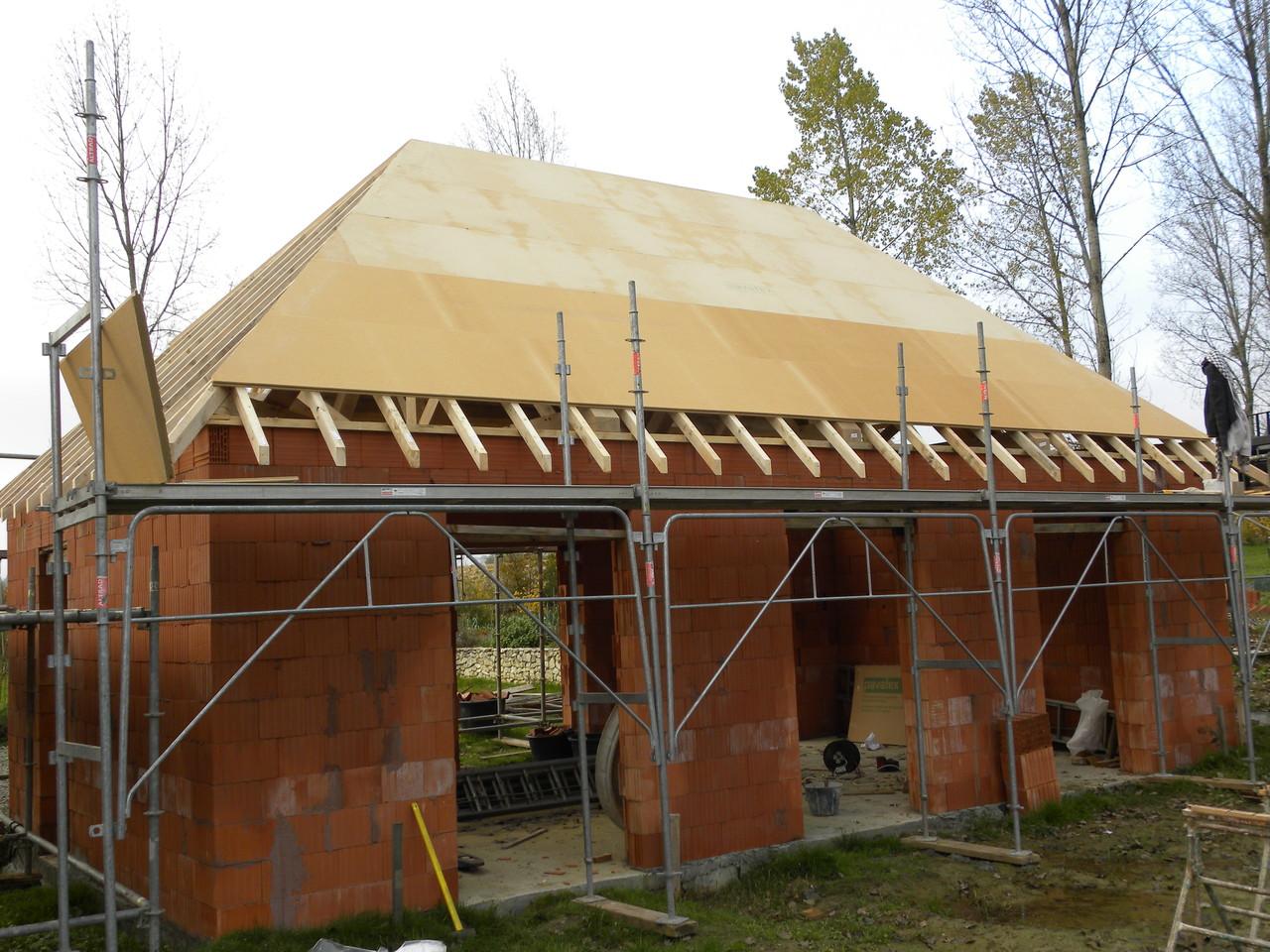 Pose de fibre de bois en sous-toiture