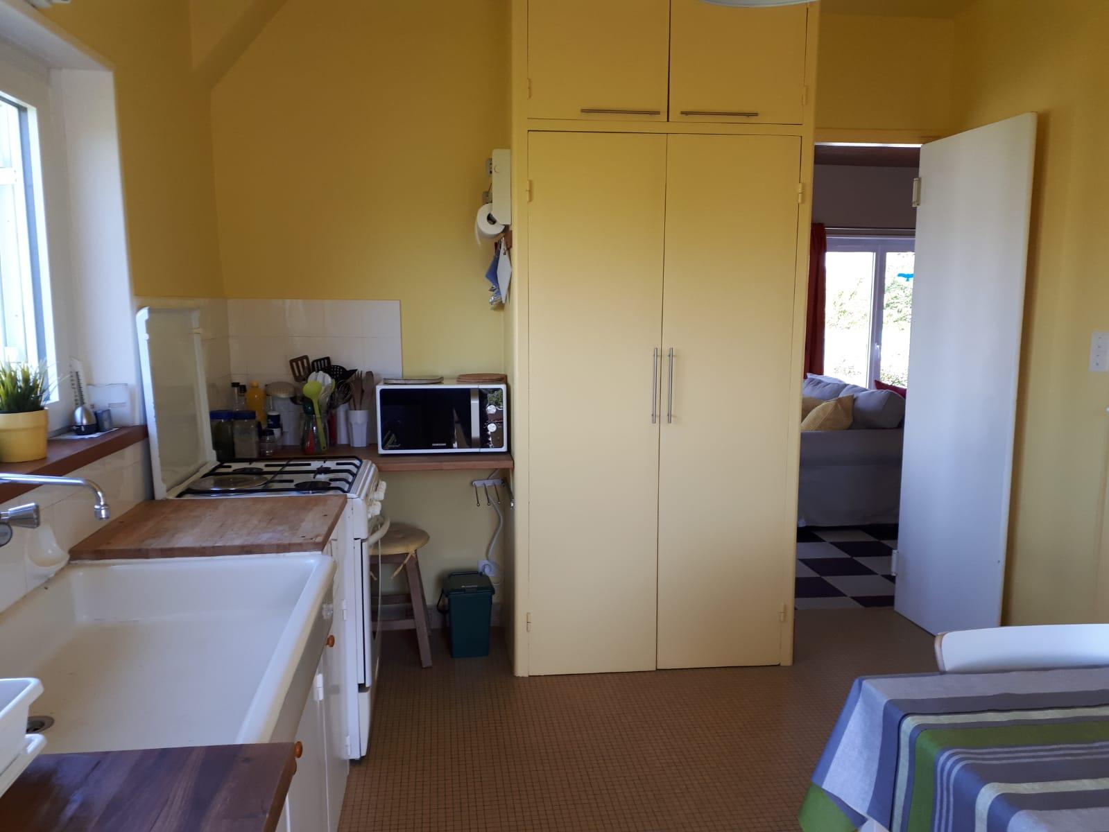 La cuisine, vue vers le séjour