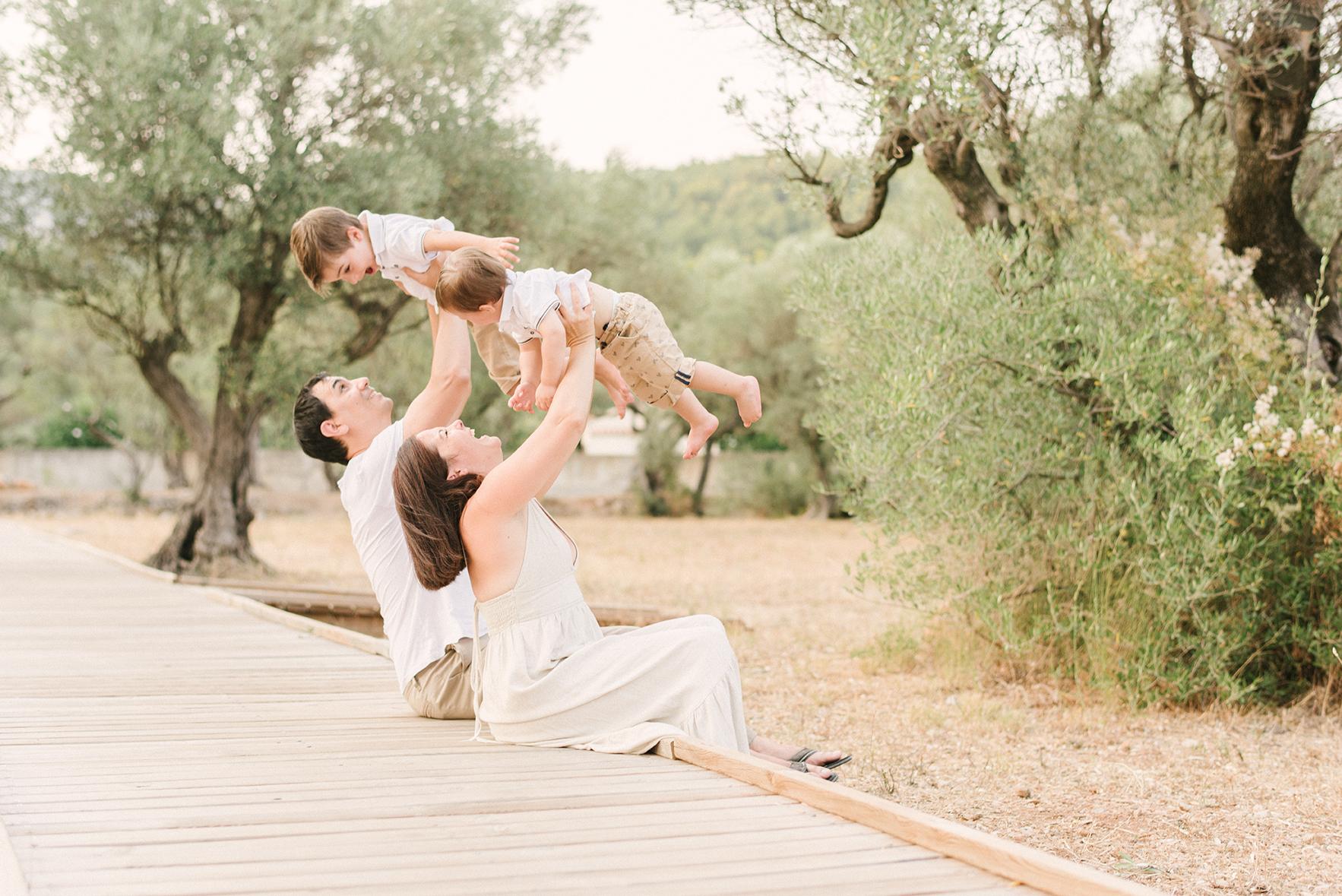 Séance famille lifestyle extérieur Fanny & Remy