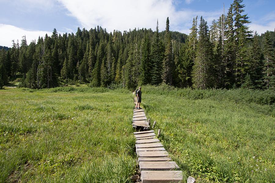 Wanderweg entlang des Deer Lakes
