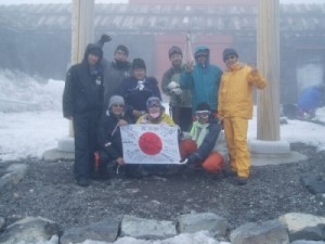 30周年記念行事・富士山滑降! 富士山山頂にて!