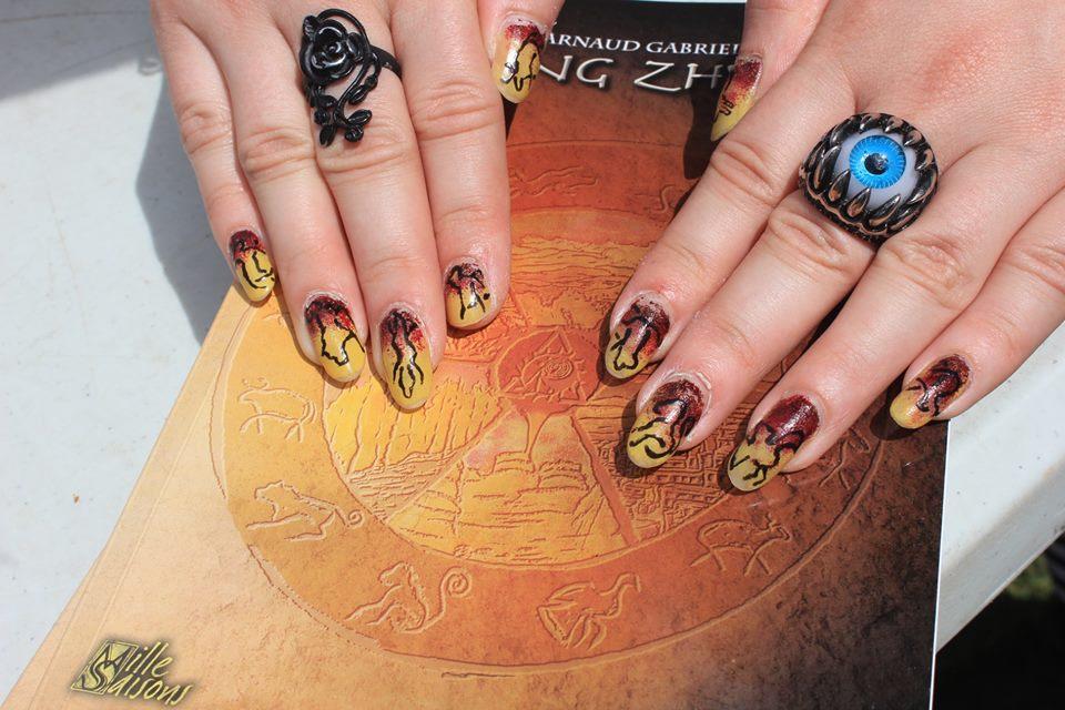 Elle finit par trouver le livre qu'elle était venue chercher, lequel par magie décora ses ongles.