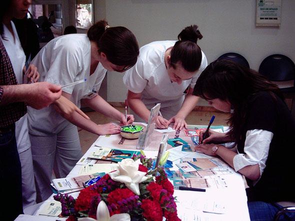 Personal sanitario dando ejemplo y haciéndose donante de órganos. 3 Mayo 2004.