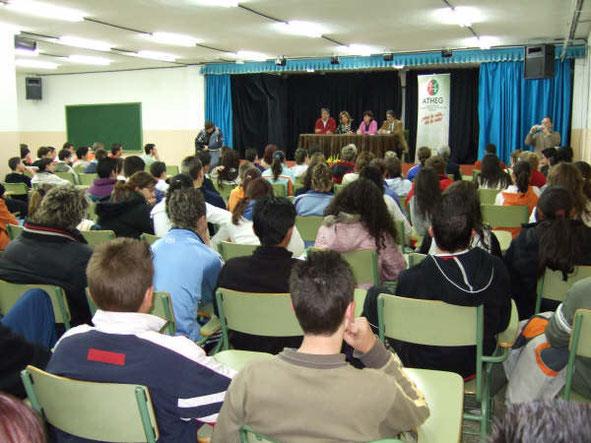 Charla en IES La Madraza. Prevención de enfermedades hepáticas por ingesta de sustancias tóxicas. Año 2007.