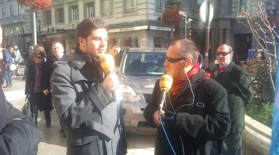 Radio Granada, en directo, junto a un cantaor de la compañía de Mariquilla, hacen público su apoyo a favor de la donación de órganos y tejidos.