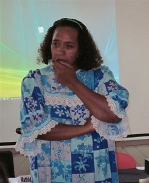 Joane Ukeiwe, animatrice de la cyberbase de la maison de quartier de la Rivière-Salée (16/04/2011)
