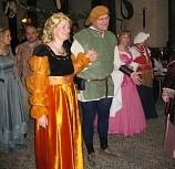 Hier stehen die gelbe und die blaue Dame noch falsch und müssen mit ihrem Herrn noch den Platz tauschen!