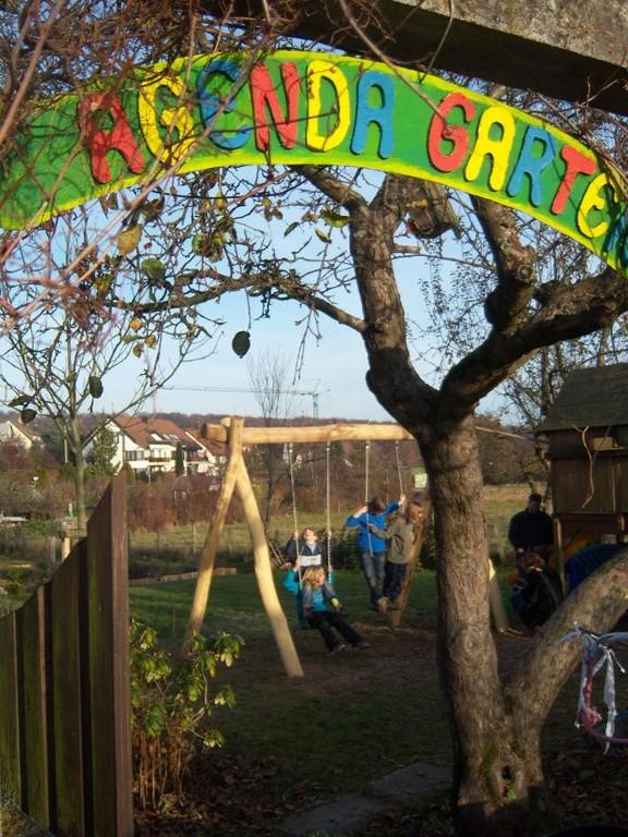 Einweihung der Schaukel im Agendagarten 20111126