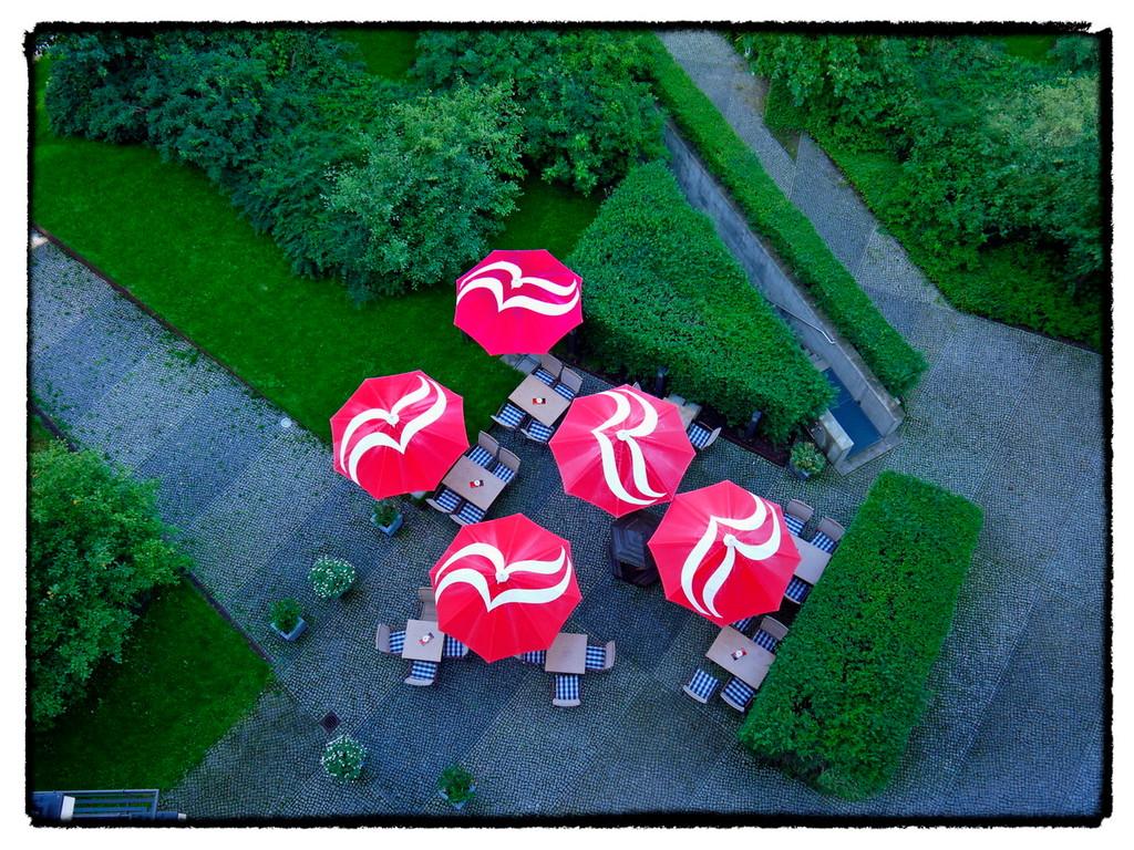 ·  rot/grün · ramada plaza · berlin · yak © 2011 RK