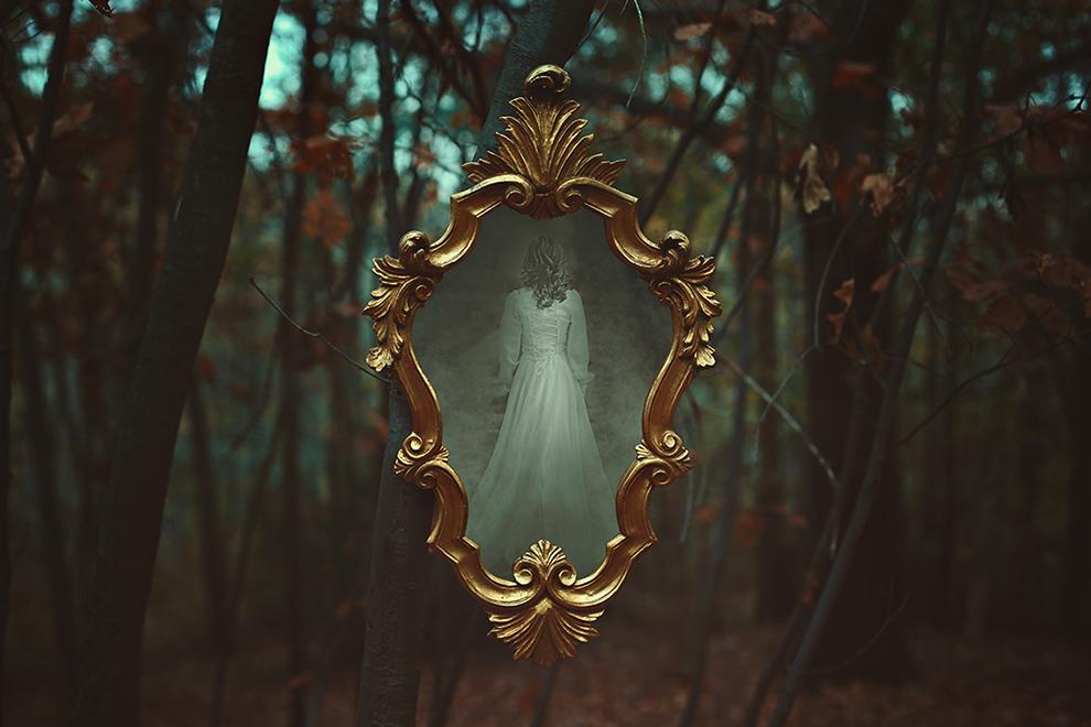 Mirror of the forgotten lands