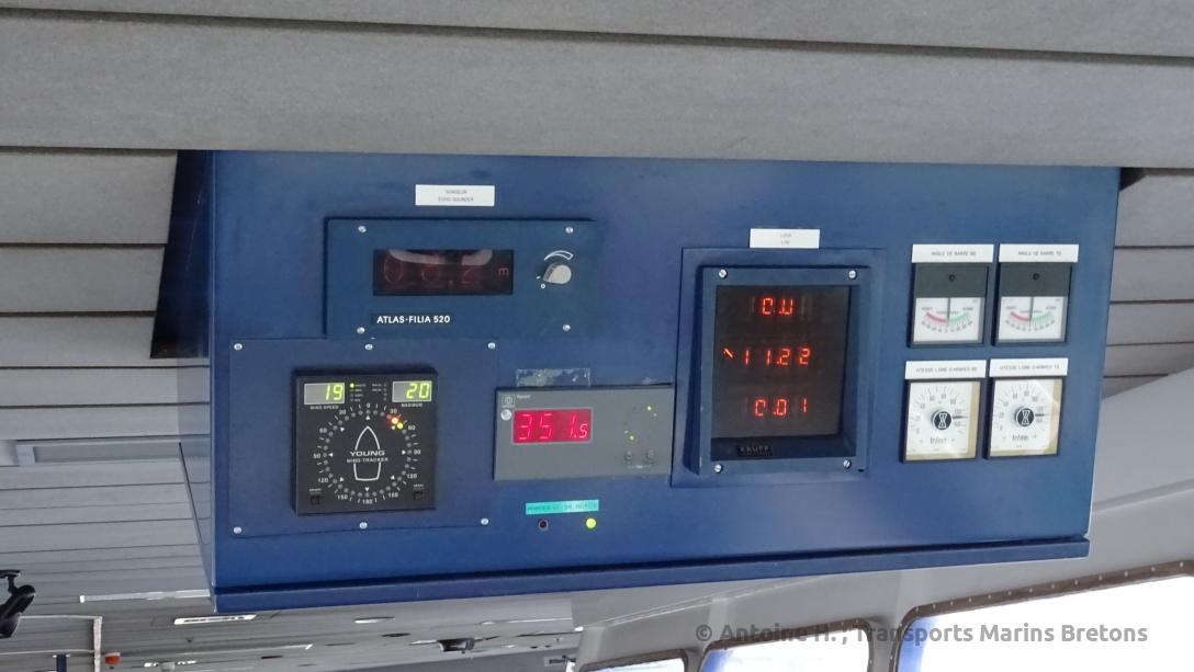 Panneau d'affichage donnant les principales informations sur l'état du navire