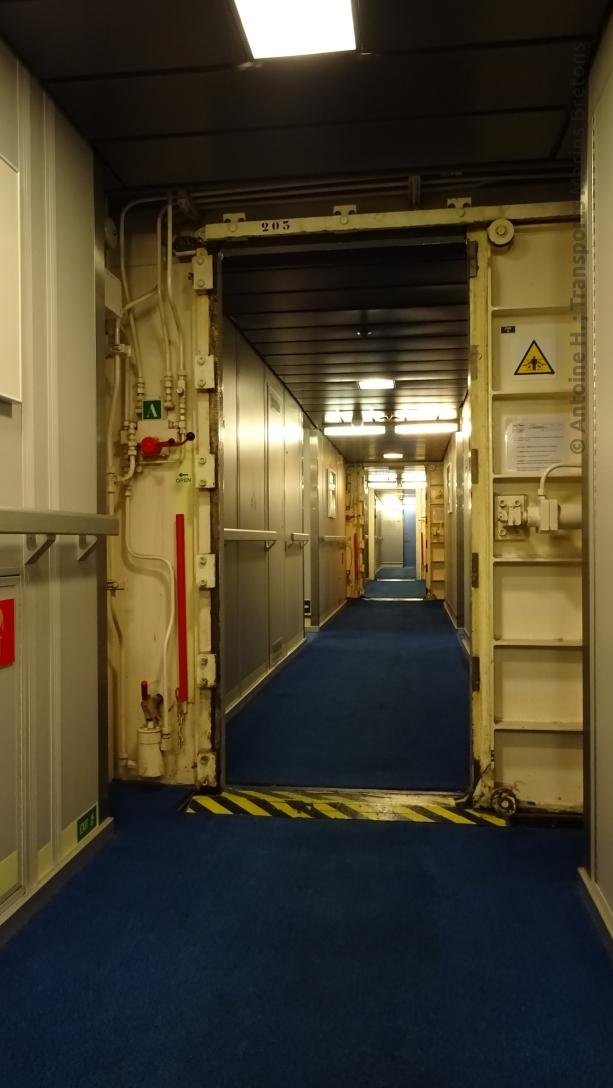 Couloir du pont 2, avec les portes anti-inondation