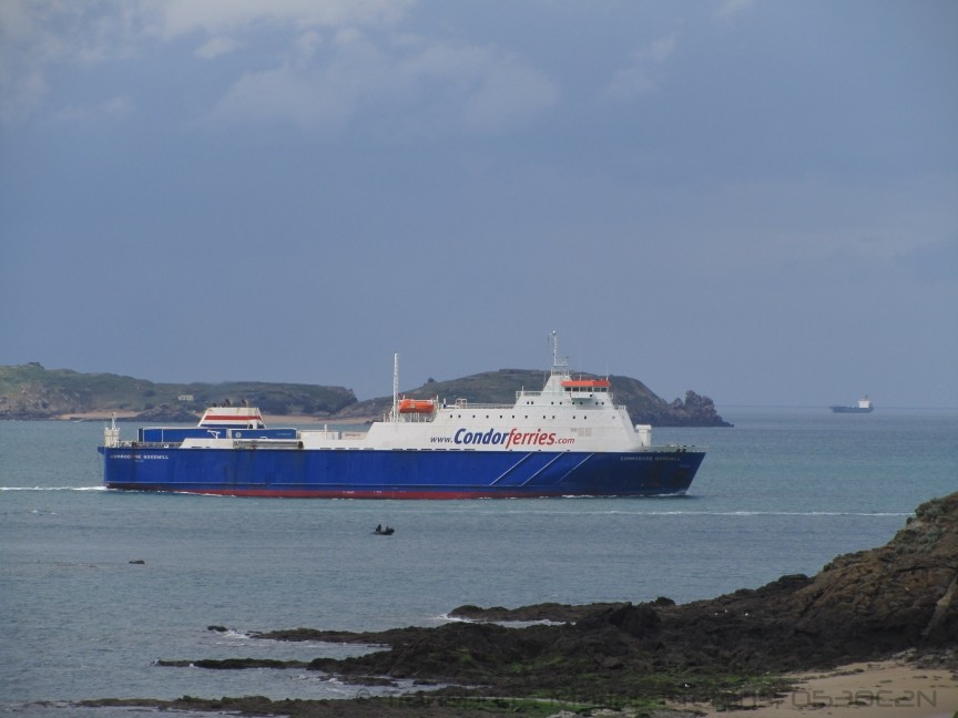 M/V Commodore Goodwill quittant St-Malo en empruntant le chenal de la Conchée, © O530C2N