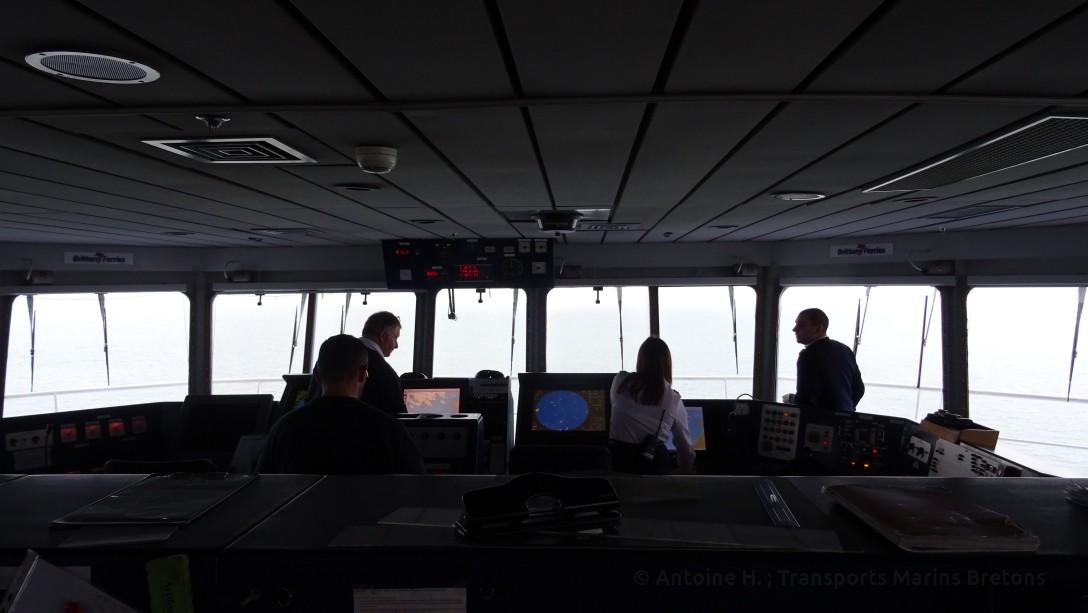 Les officiers, occupés par la conduite du navire