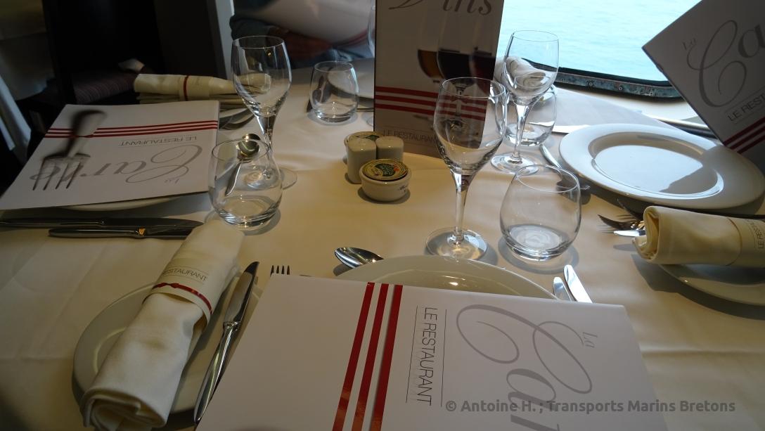 Table dressée dans le restaurant Les Abers