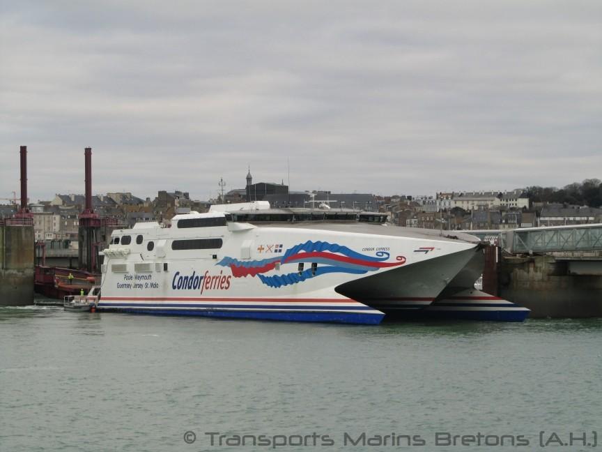 Le HSC Condor Express à quai à Saint-Malo. Photo : Antoine