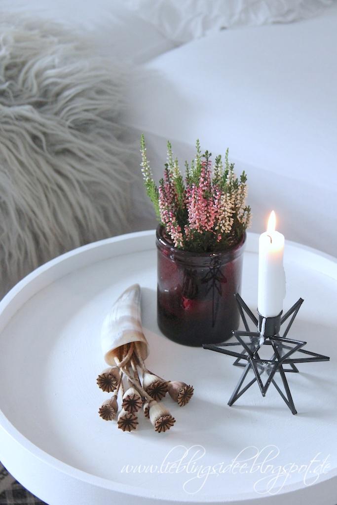 Herbstliche Deko im Wohnzimmer mit Beerentönen