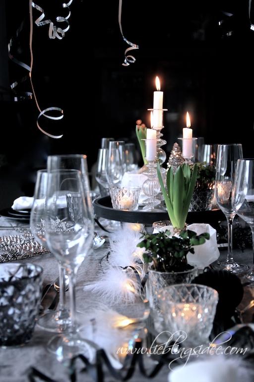 Tischdekoration Silvester Krimidinner