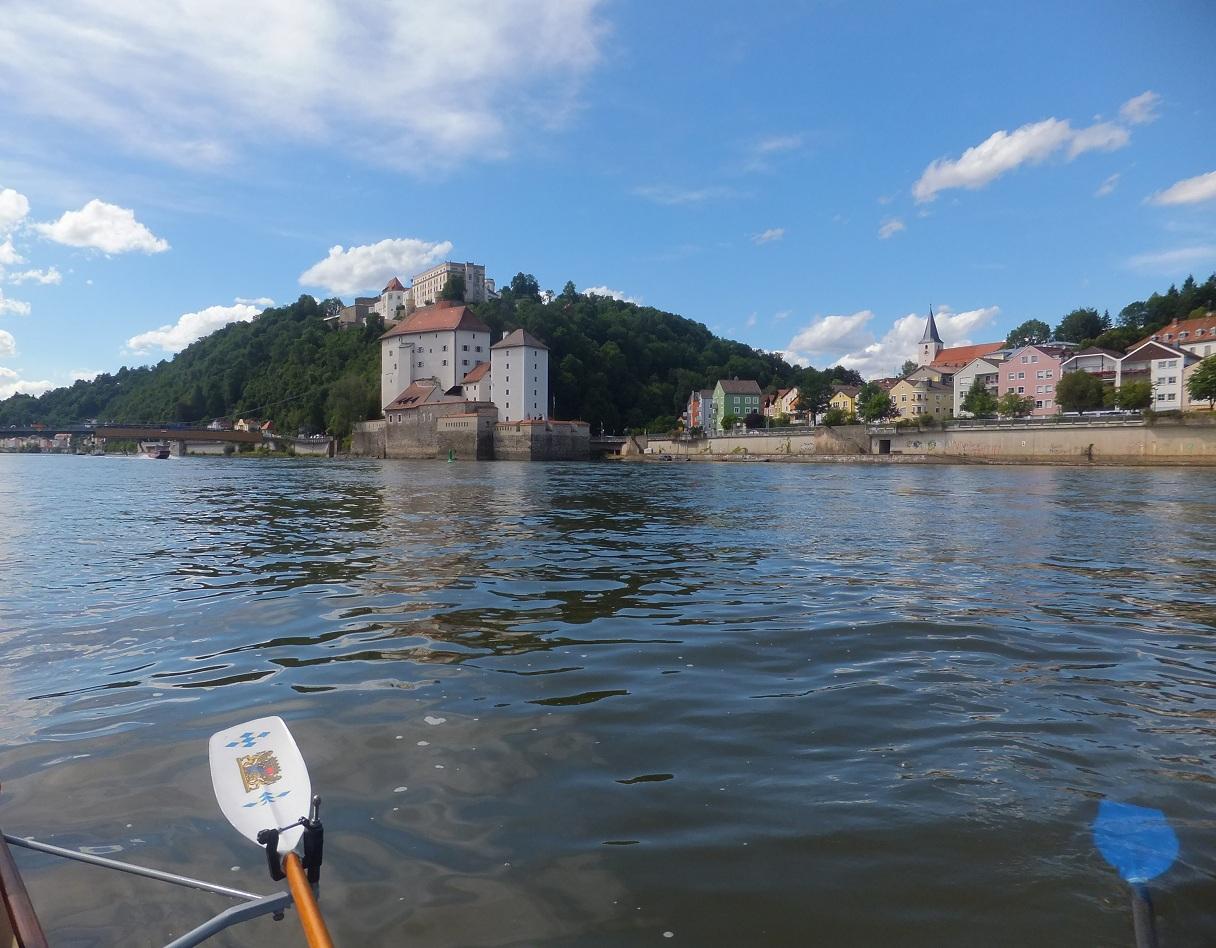 Stadtdurchfahrt Passau links Inn, rechts Donau