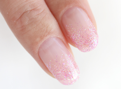 可愛らしい女性に人気の「ピンク系」カラー。永遠の少女でいたい女性に人気のカラーです。ピンクはこの春1番人気。上品で可愛らしい、清潔感があって、男性からも好印象。
