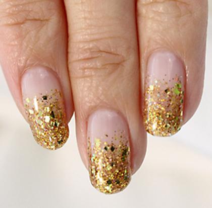 ゴールドラメに大小スクエアのホログラムが入った華やかゴールドの『ベリーニ』ゴージャスな指先と『金運up!!』で