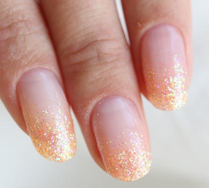 こちらも「フルーティパレス」シリーズの暖色系のカラーで、新鮮で瑞々しいオレンジをイメージしたカラー。元気で快活な女性のイメージ