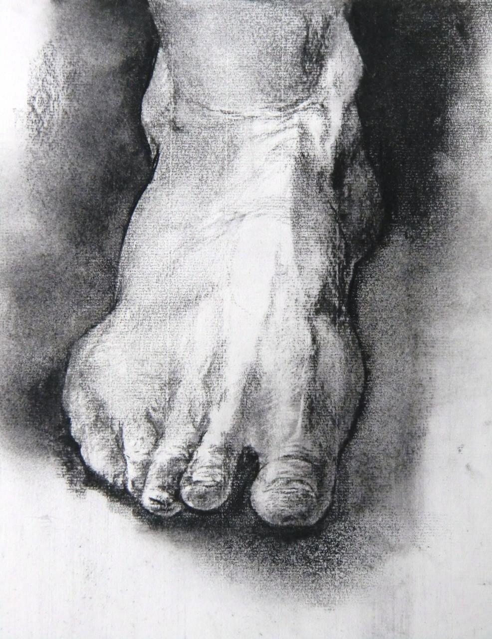 生徒作品40 習作:木炭デッサン<男の足> B4判大 【油画系】