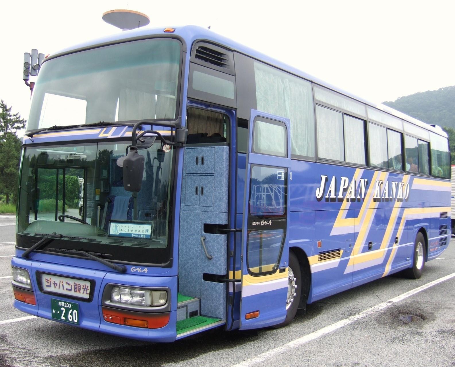 毎年、大型バスで大阪梅田の美大系の進学相談会へ参加〈交通費無料〉