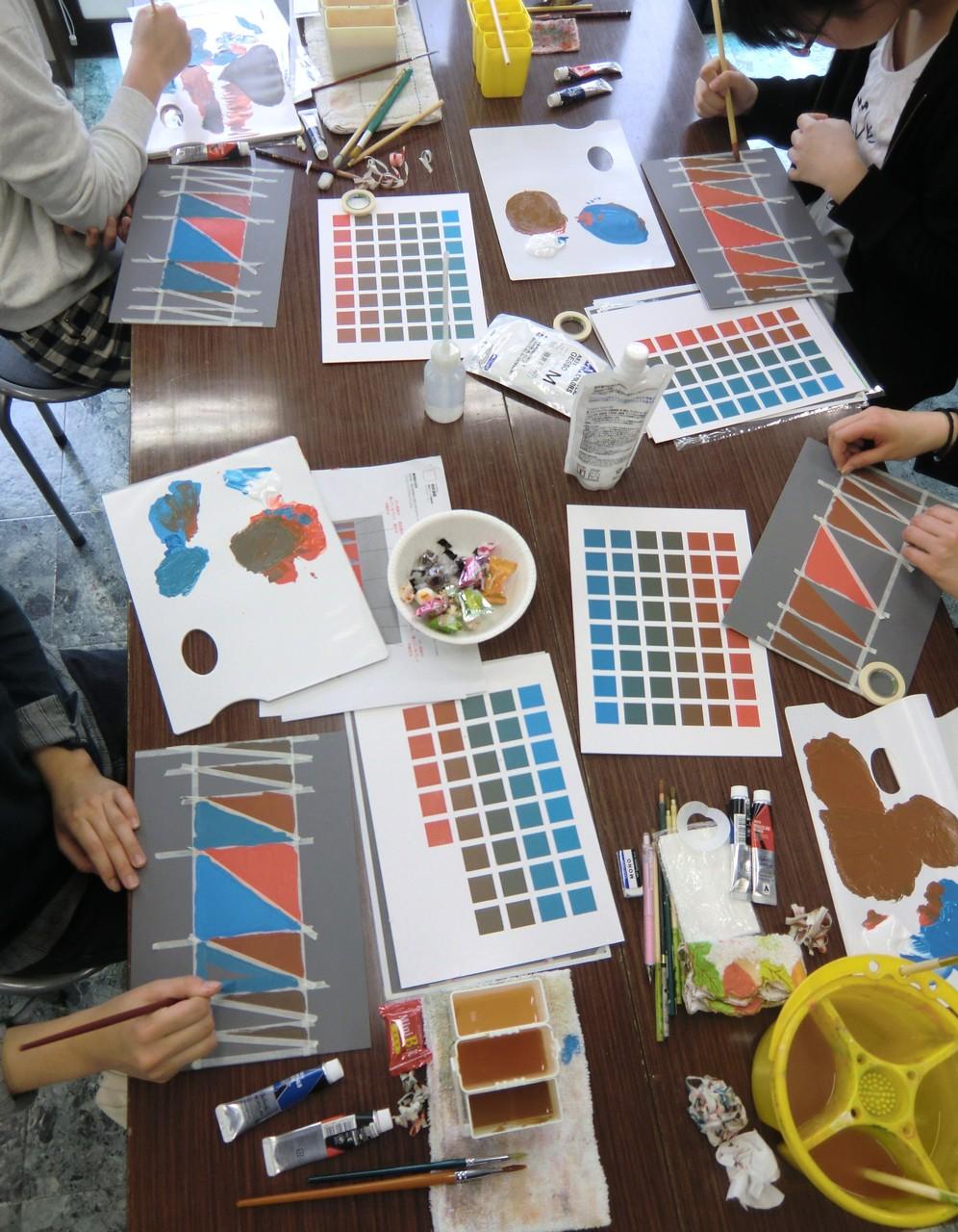 成安造形大学 岸田保 准教授による「彩度を意識した色の作り方」無料実習