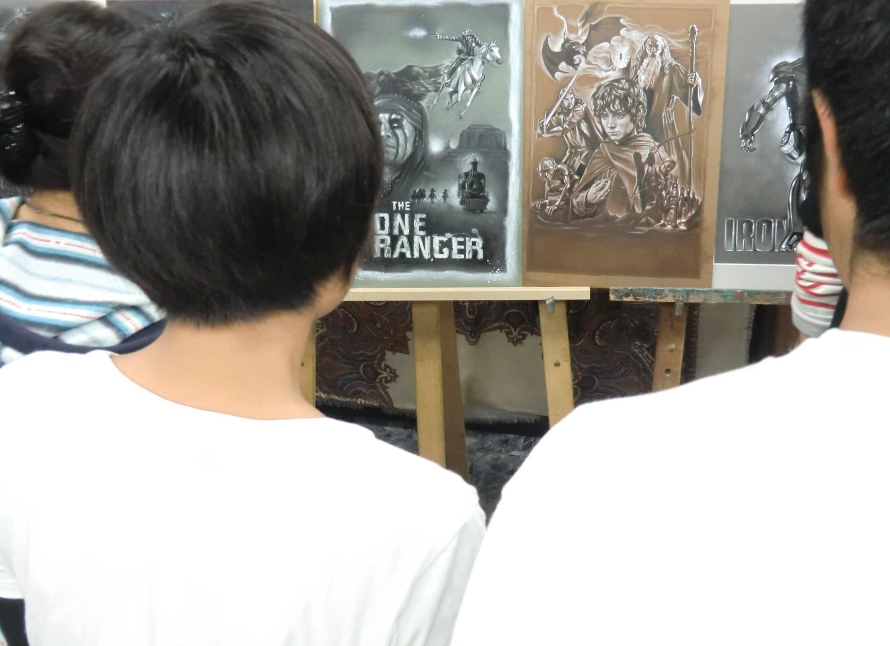 デザイナー カズ・オオモリ先生の作品を鑑賞
