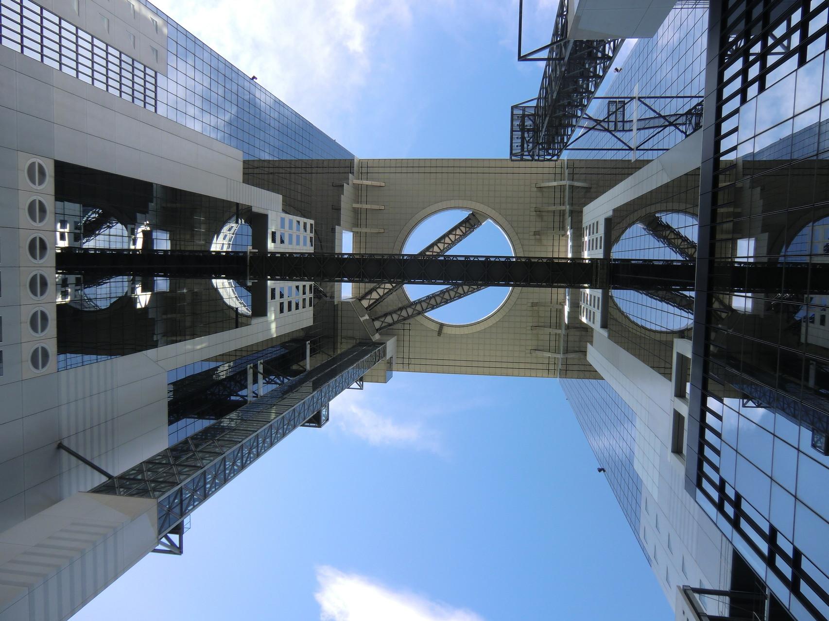 世界の建物top20に選ばれた大阪スカイビルで開催される進学相談会。建物を見るだけでも一見の価値があります!