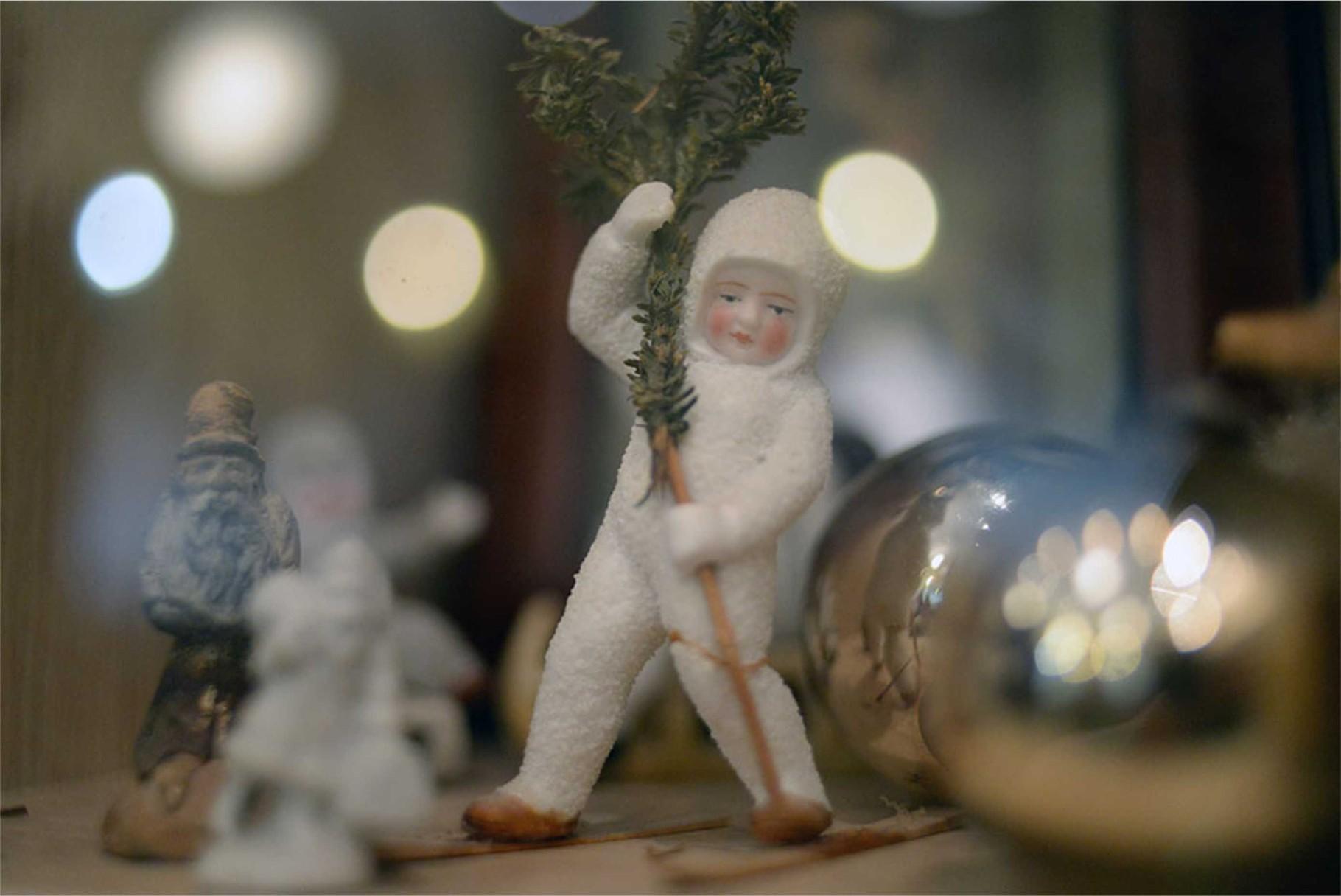 Мальчик на лыжах, стеклянные шары. Конец XIX — начало XX вв.
