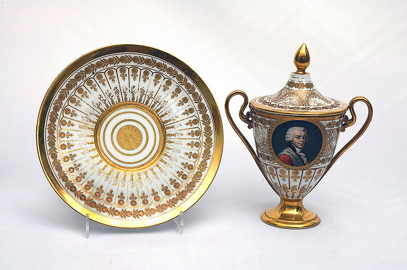 Чашка с портретом Н. Б. Юсупова и поддон. 1827 г. ГМК и «Усадьба XVIII в. Кусково»
