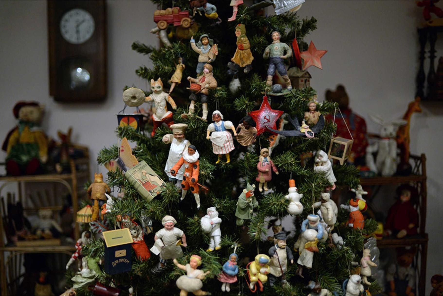 Новогодняя ёлка с ватными игрушками. Вторая половина 1930-х гг.