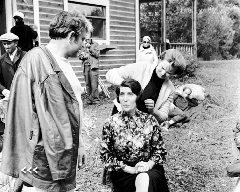 Донатас Банионис и Тамара Огородникова на съемочной площадке перед домом Кельвинов. Сентябрь 1971 г