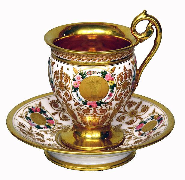Чашка с блюдцем с монограммой императрицы Марии Федоровны,с изображением двуглавого орла на блюдце. 1826 г. ГМЗ «Павловск»