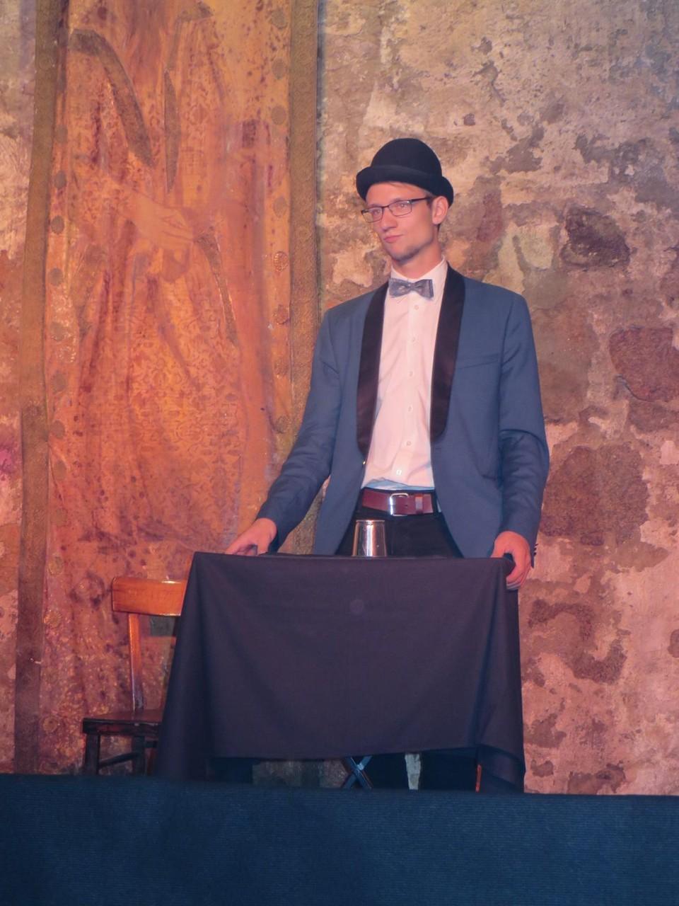 Bühnenshow in einem Weinkeller in Meißen