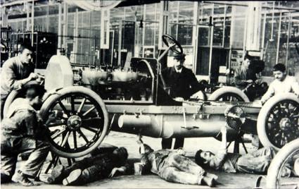 Automobilfertigung um 1904 (Daimler)