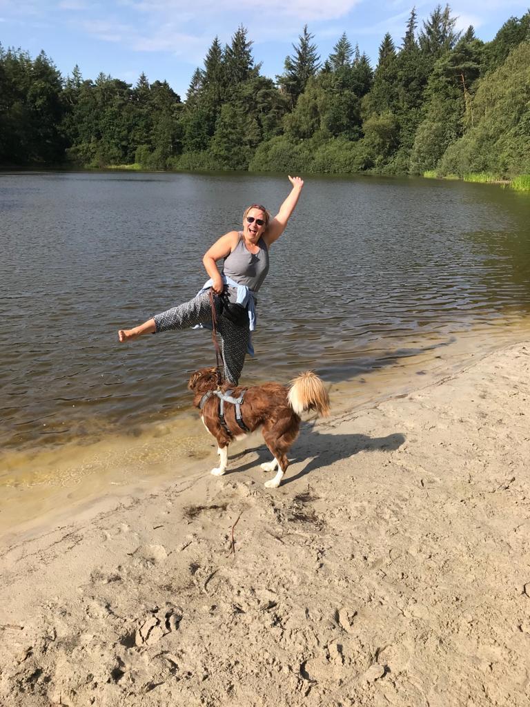Wir fahren auch zum Badesee mit den Hunden.