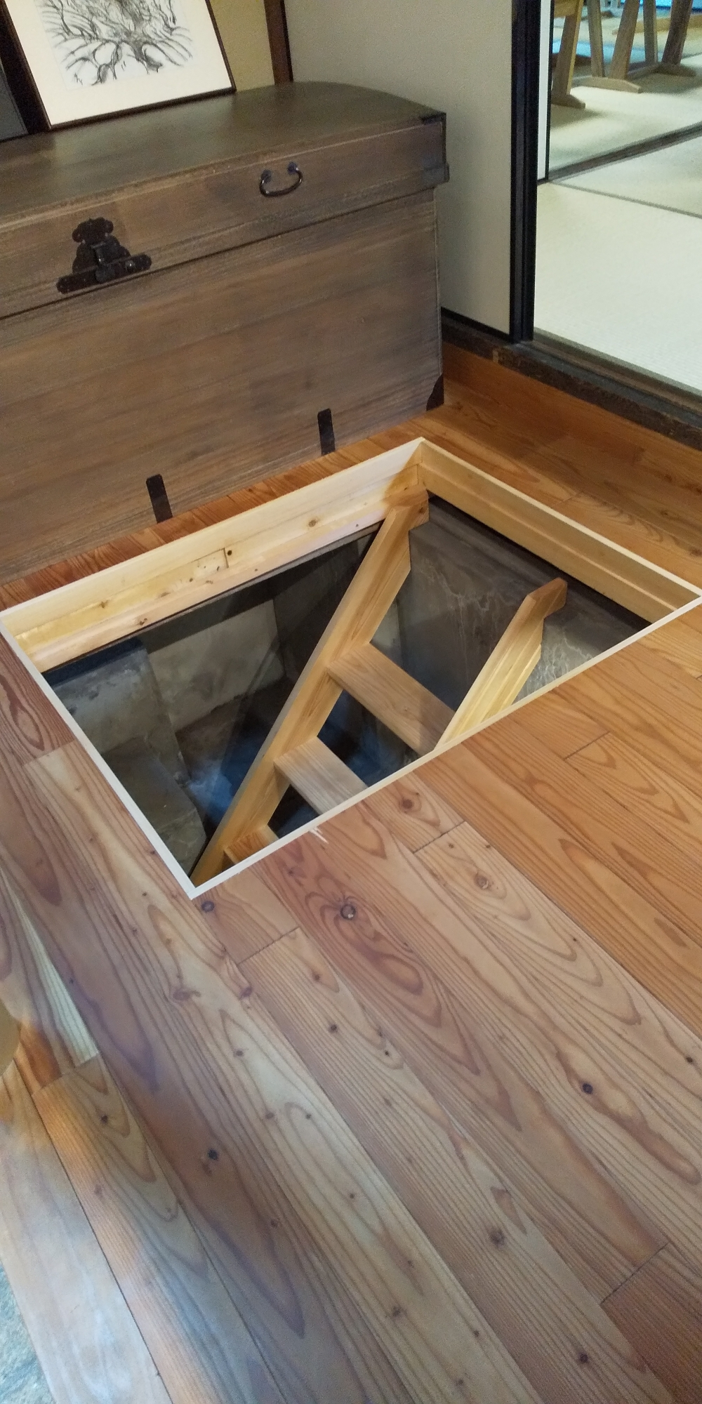 地下室の入り口