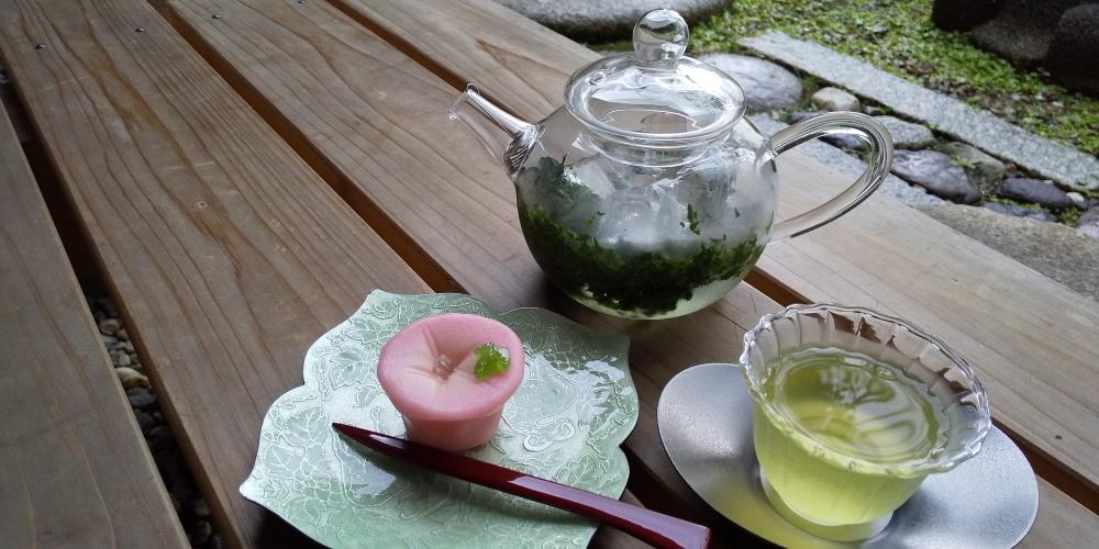 煎茶(和束産)と主菓子