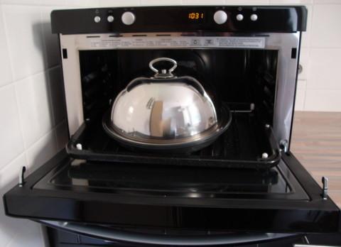 Four multifonction avec possibilité de cuisson à la vapeur