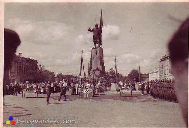 Новочеркасск, казаки, Белогвардеец,Соборная площадь,